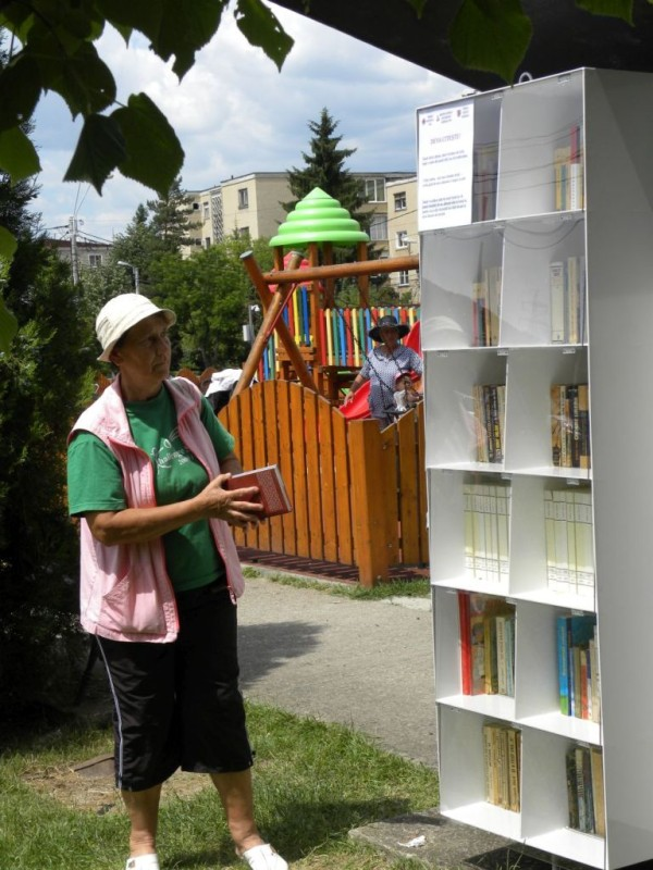 biblioteci afara (1)